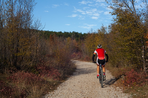 Mountain bike-fietser