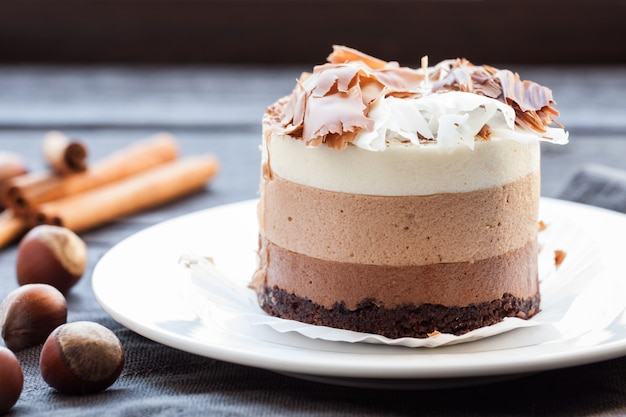 Mousse cake drie chocolade.