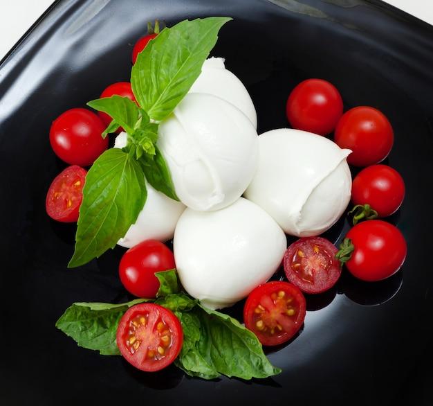 Mozzarella di bufala, typisch zuivelproduct uit de regio campanië in zuid-italië.