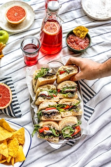 Mozzarella-sliders, zomerse picknicksandwiches