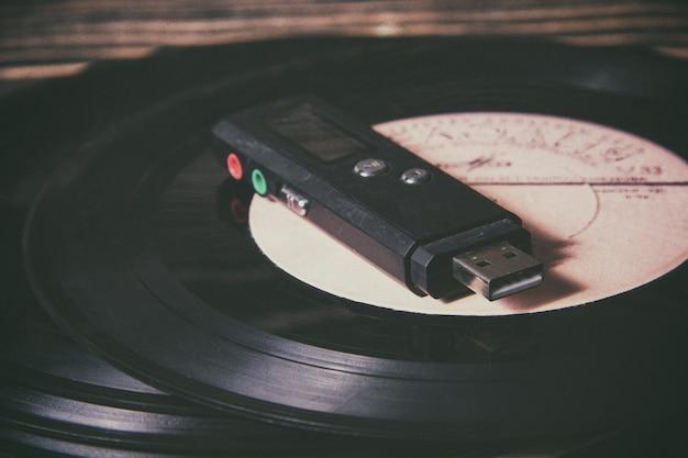 Mp3-speler op oude vinylplaat