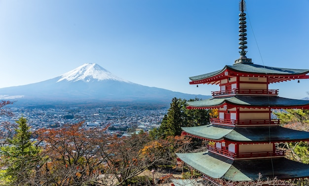 Mt. fuji met chureito pagoda in de herfst