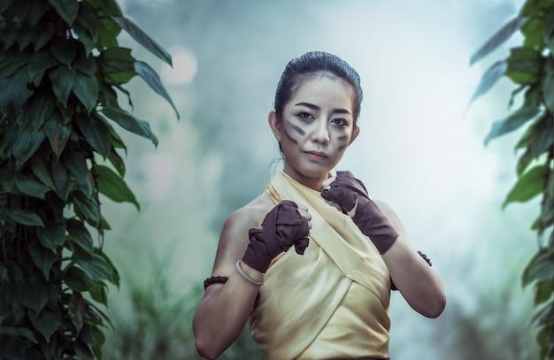 Muay thai, thai die uitstekende stijl, thailand in dozen doet
