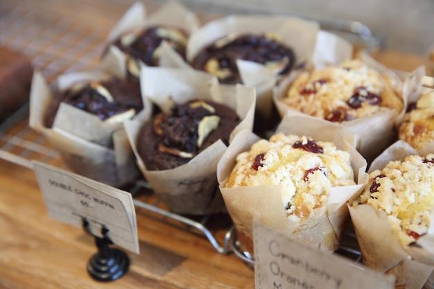 Muffincake op houten achtergrond