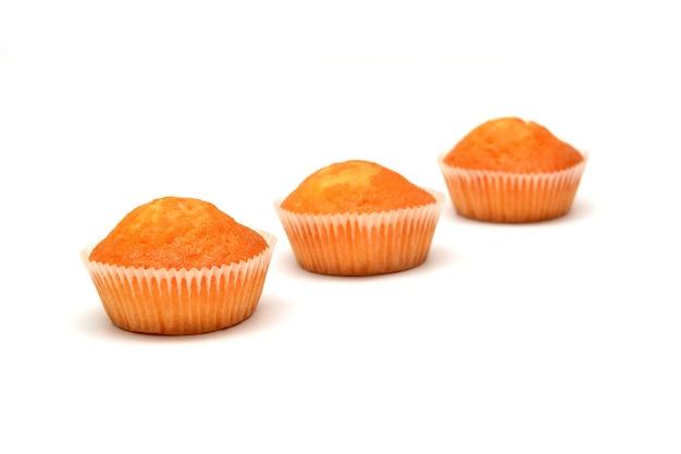 Muffins geïsoleerd op witte achtergrond