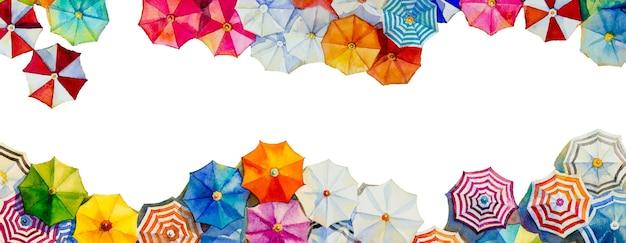 Multi gekleurde paraplu aquarel schilderij bovenaanzicht kleurrijk van zomervakantie