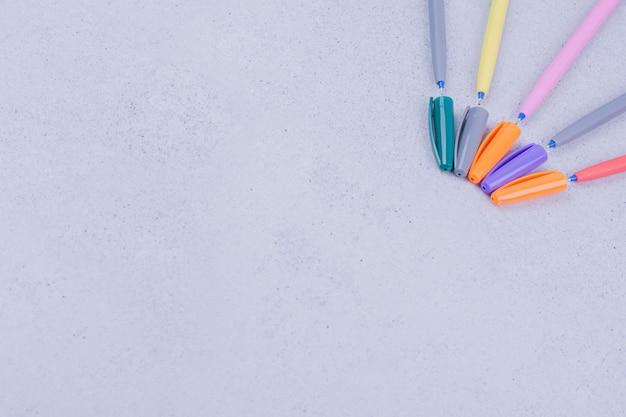 Multicolor lineaire potloden voor het kleuren of knutselen van mandala's