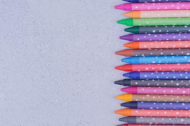 Multicolor minikrijtjes om te schilderen en in te kleuren