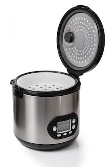 Multicooker op witte achtergrondkleur