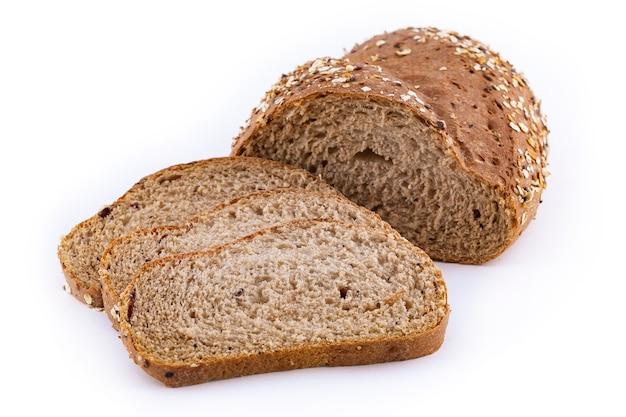 Multikorrelbrood dat op wit wordt geïsoleerd