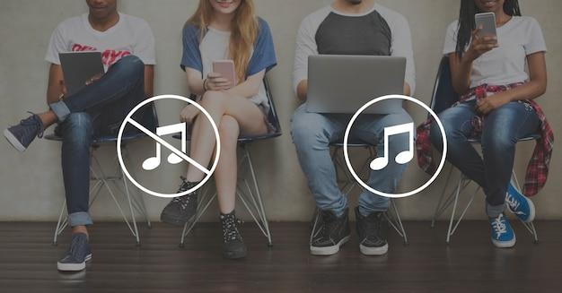 Multimedia-entertainment geluid aan / uit-knop