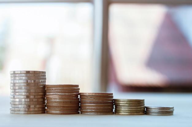 Munt om geld te besparen voor een goede financiële groei in je leven