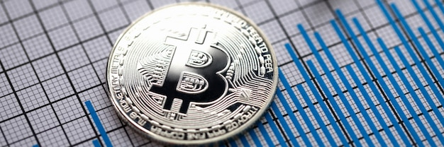 Muntcryptomunt bitcoin met zilveren pen