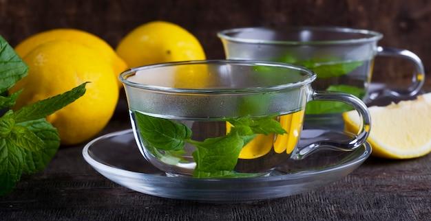 Muntthee met citroen