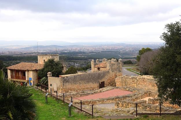 Muren van romeinse ruïnes van olerdola, provincie barcelona, catalonië, spanje