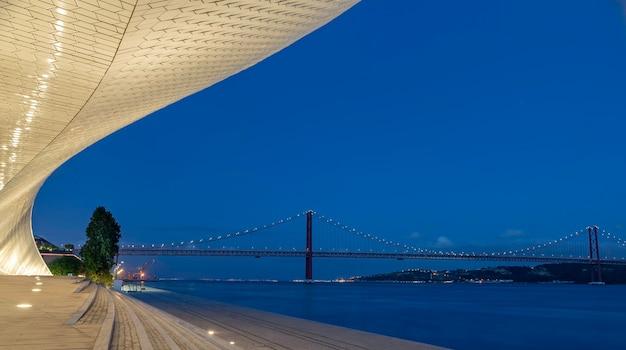 Museum in belem, lissabon, portugal - blauw uur.