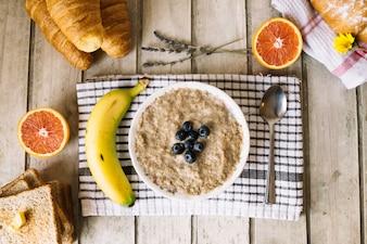 Mush met fruit en gebak
