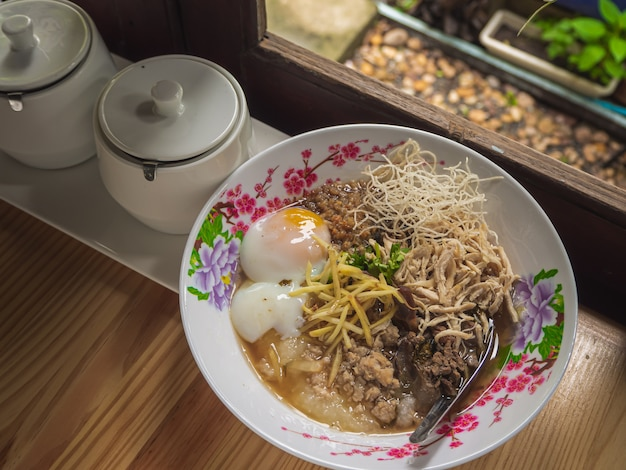 Mush rice gekookte rijst thai food breakfas populaire aziatische ontbijt