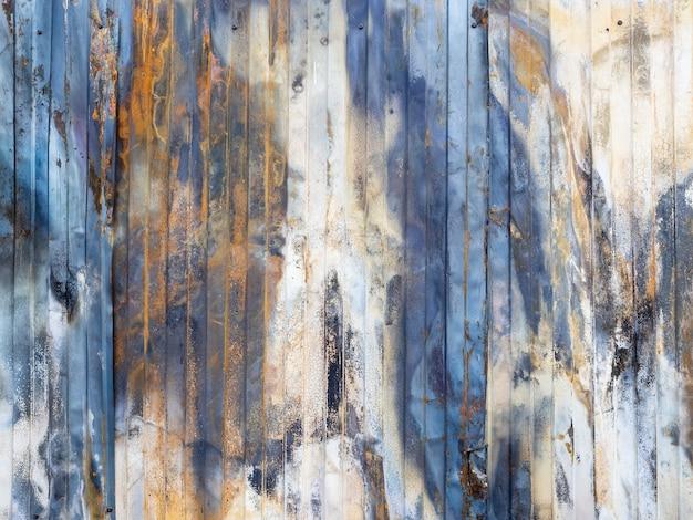 Muur van het houten huis, de textuur van het ruwe hout