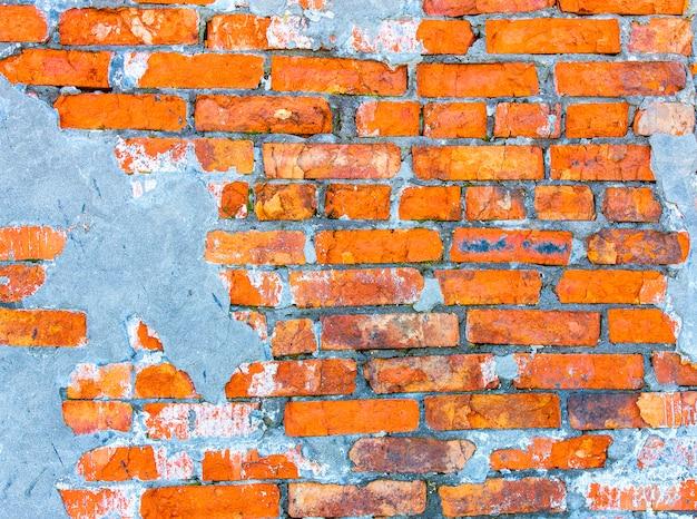 Muur van het huis, de rode bakstenen muur van een verlaten huis. achtergrond