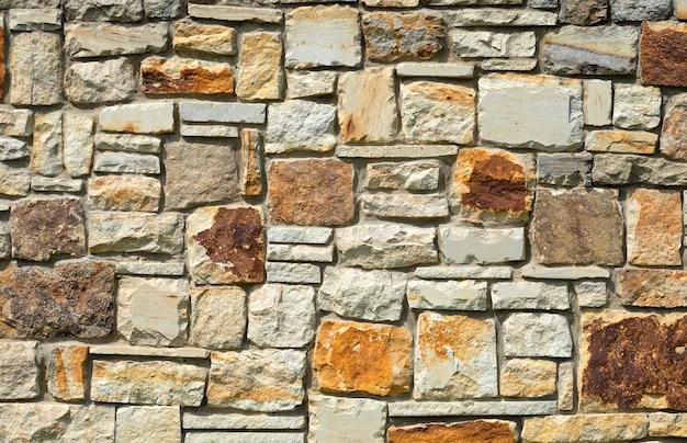 Muur van natuursteen travertijn of zandsteen.