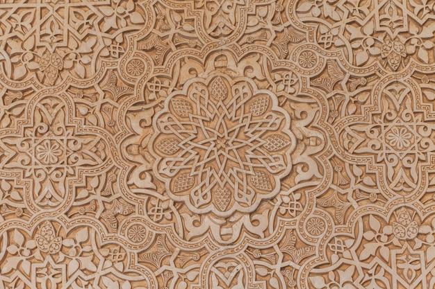 Muurdetail van alhambra unesco-plaats in granada - zuiden van spanje. 600 jaar oude arabische karakters.