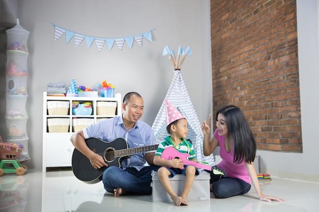 Muziek afspelen met zoon concept