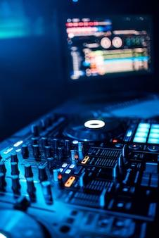 Muziek-afstandsbediening voor het mixen van muziek en het monitoren van het muziekprogramma van de dj op feestje