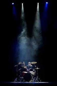 Muziek, mensen, muziekinstrumenten en entertainmentconcept