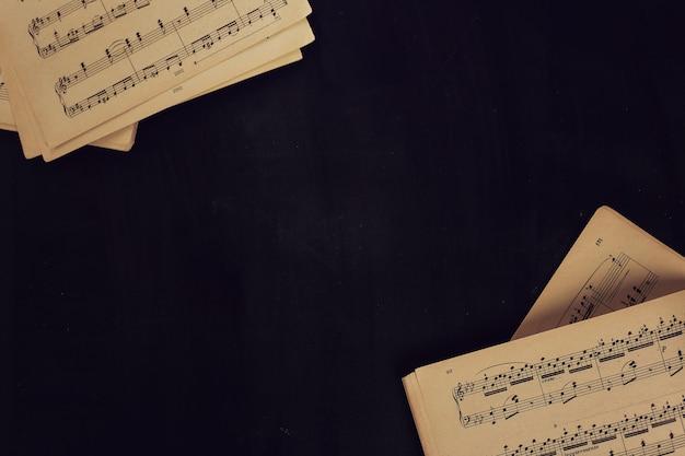 Muziek notities op partituren