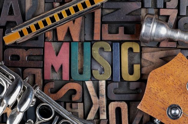 Muziek woord in boekdruk blokken