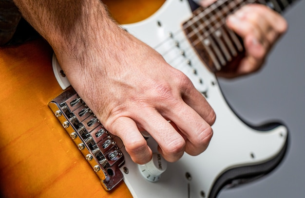 Muziekfestival. mens die gitaar speelt. close-up hand gitaar spelen. muzikant gitaar spelen, live muziek. muziekinstrument