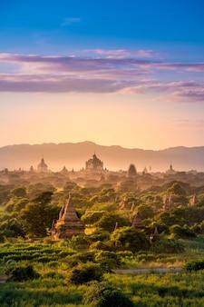 Myanmar bagan historische site op een magische zonsondergang