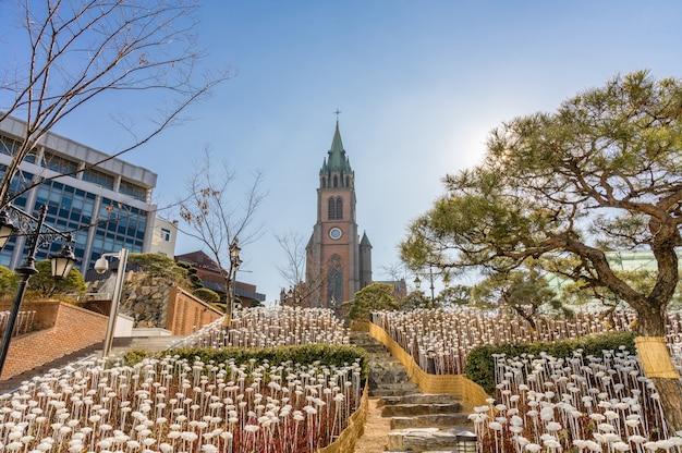Myeongdong katholieke kathedraal in seoul, zuid-korea, de rooms-katholieke kerkgemeenschap in korea.