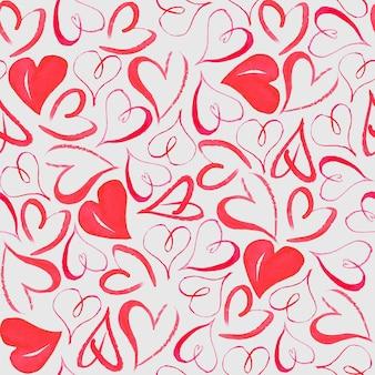 Naadloos patroon met aquarel hand getekende hartjes op een lichtgrijze ondergrond