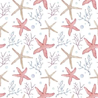 Naadloos patroon met roze en gele zeester, koralen en zeewier