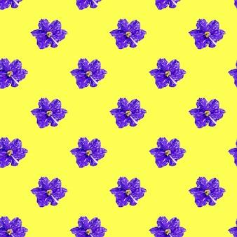 Naadloos patroon met violette viooltjes op een gele achtergrond. minimale isometrische textuur van voedsel.