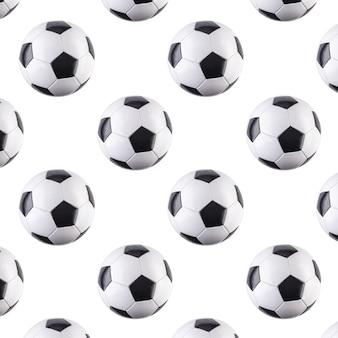 Naadloos patroon van ballen. zwart-wit voetballen vliegen in de lucht