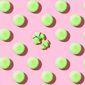Naadloos patroon van kleurrijke franse koekjesmacarons.