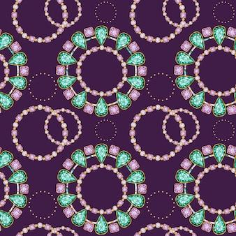 Naadloze patroon kristal in een gouden frame en sieraden kralen. hand getekende aquarel groene en paarse edelsteen diamanten armband. heldere kleuren stof textuur. paarse achtergrond voor scrapbooking
