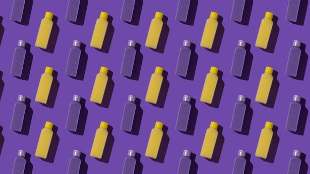 Naadloze patroon van gele en paarse flessen. cosmetisch product in een plastic fles.