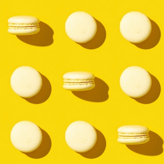 Naadloze patroon van gele franse macarons