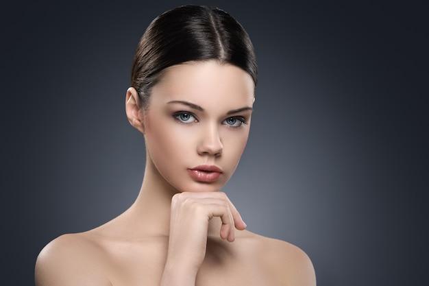 Naakt vrouwenportret voor huidverzorgingconcept