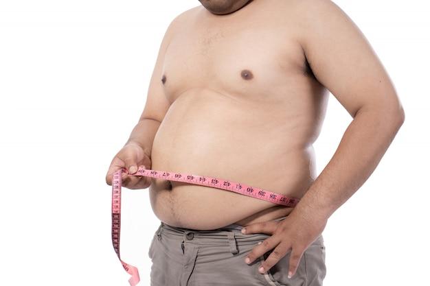 Naakte jonge man die zijn maag meet