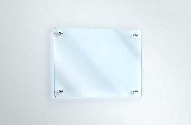 Naamplaatje van blanco glas aan de muur