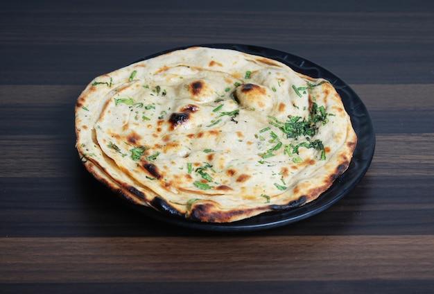 Naan chapati op tafel