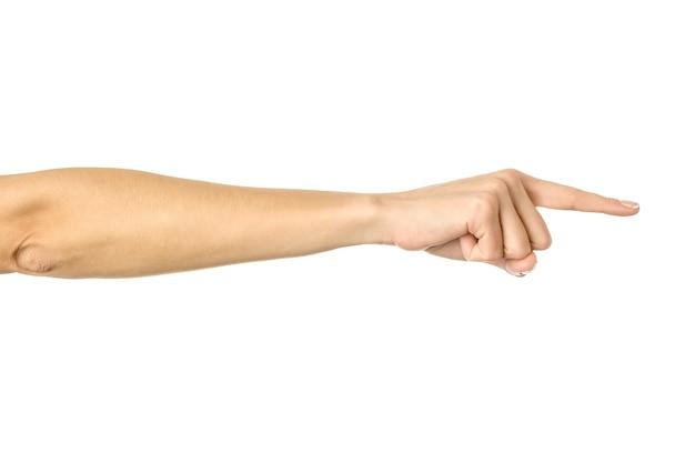 Naar rechts wijzend. vrouw hand met franse manicure gebaren geïsoleerd. onderdeel van series