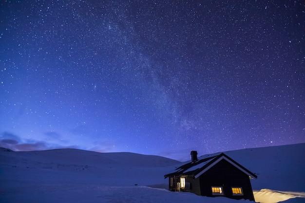 Nacht in reinheim cabin, dovrefjell national park, noorwegen