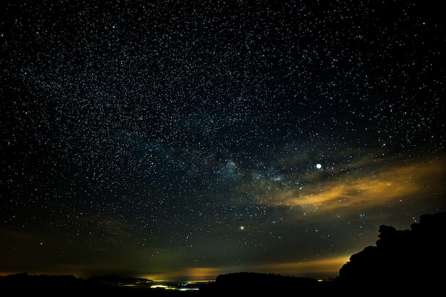 Nacht landschap van het torcal natuurpark. antequera. andalusië. spanje.