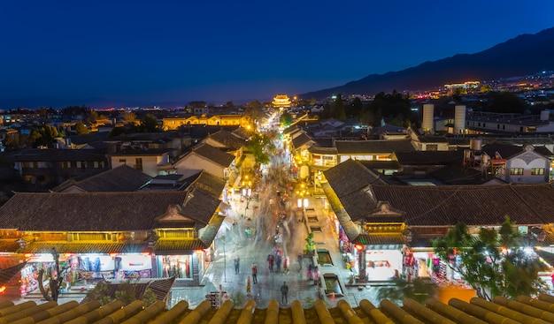 Nacht uitzicht op dali oude stad blok